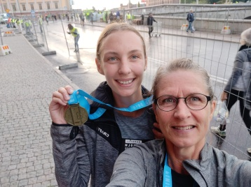 Olivia och Pia af Rolén klarade halvmaran