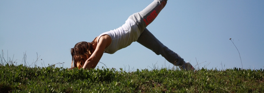 Enkel yoga utomhus